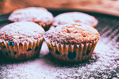 Close up of cupcakes covered with powdered sugar - p555m1444061 by Denis Tevekov