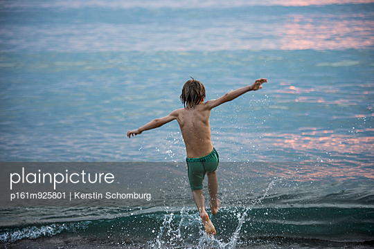 Child running into the sea - p161m925801 by Kerstin Schomburg