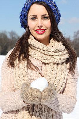 Snowball - p045m778705 by Jasmin Sander