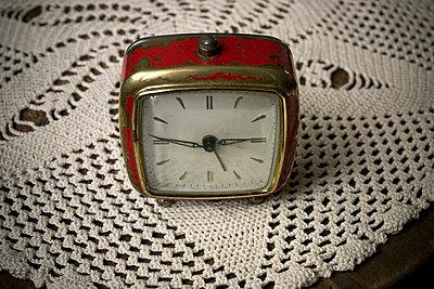 Alarm clock - p1199m1039818 by Claudia Jestremski