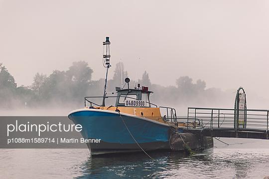 Motorboot am Rhein - p1088m1589714 von Martin Benner