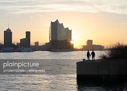 Blick auf die Elbphilharmonie - p1124m1223261 von Willing-Holtz