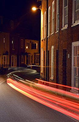 Kleinstadt bei Nacht - p1390m1467920 von Svetlana Sewell
