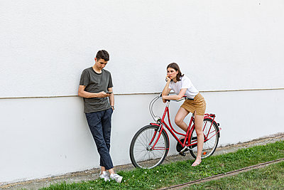 Young couple - p294m2132933 by Paolo
