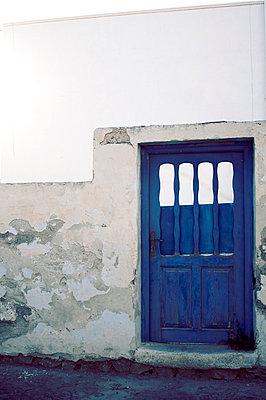 Blue door - p988m715606 by Rachel Rebibo