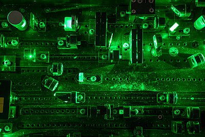 Laser device in a laboratory - p300m2160114 von Hernandez and Sorokina
