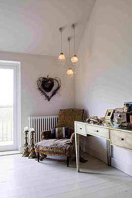 Dressing table and chair in a bedroom with painted white floor - p349m790646 by Polly Eltes