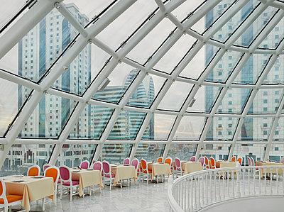 Globus Restaurant in Grozny - p390m1092822 von Frank Herfort