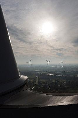 Windpark in Bremen - p1079m881329 von Ulrich Mertens