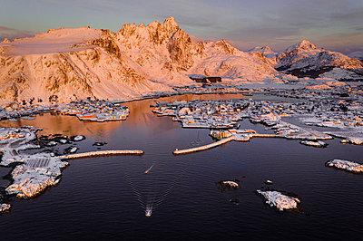 Stunning Norway - p1166m2130329 by Cavan Images