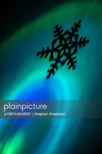 Schneeflocken Dekoration - p1057m2045501 von Stephen Shepherd