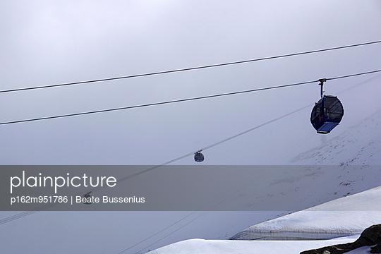 Seilbahn auf den Hintertuxer Gletscher - p162m951786 von Beate Bussenius