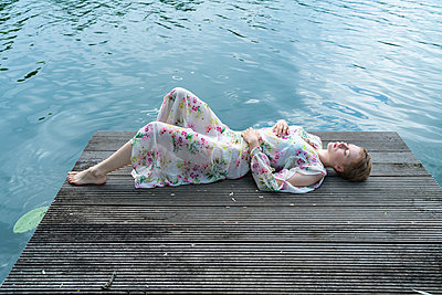 Woman by the lake - p427m2109235 by Ralf Mohr