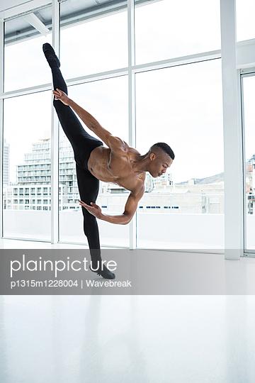 Ballerino practising ballet dance - p1315m1228004 by Wavebreak