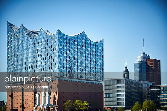 Blick auf die Elbphilharmonie Hamburg - p851m1573513 von Lohfink