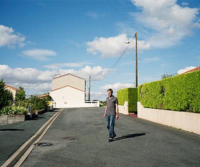 Im Wohngebiet I - p1049m793311 von Camille Hervouet