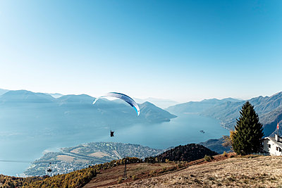 Switzerland, Ticino, Locarno, Ascona, Lake Maggiore, Paragliders - p300m2104490 by Wilfried Feder