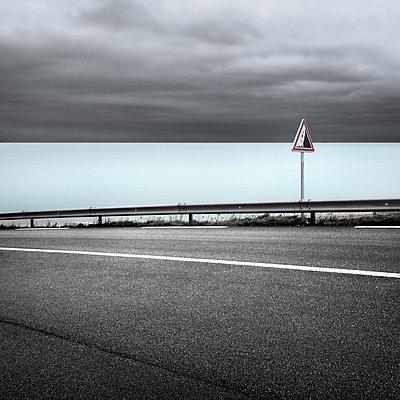 Straße am Meer - p1137m939530 von Yann Grancher