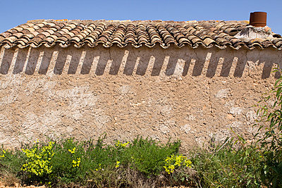 Hut in Spain - p7690031 by Nicolai Froehlich
