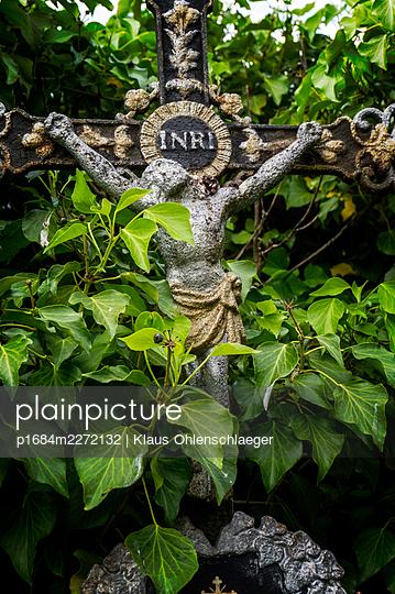 Graveyard - p1684m2272132 by Klaus Ohlenschlaeger