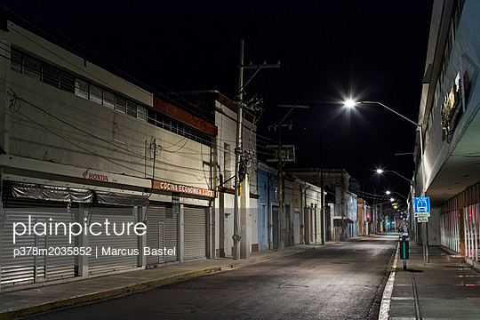 Empty street at night - p378m2035852 by Marcus Bastel