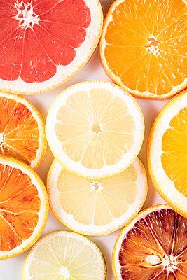 Zitrusfrüchte - p954m1516641 von Heidi Mayer
