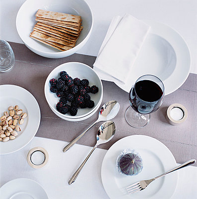Overhead view of table setting with white tableware  - p349m695214 by Emma Lee