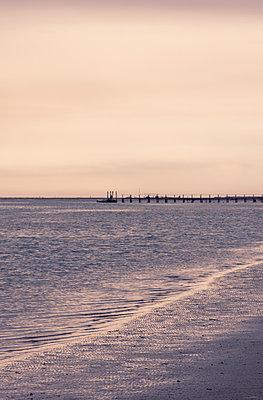 Küste im Abendlicht - p1443m1591669 von SIMON SPITZNAGEL