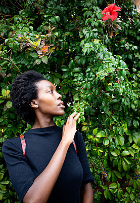 African woman in the garden, portrait - p1640m2260044 by Holly & John
