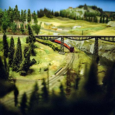 Train model driving through landscape - p528m696680 by Johan Willner