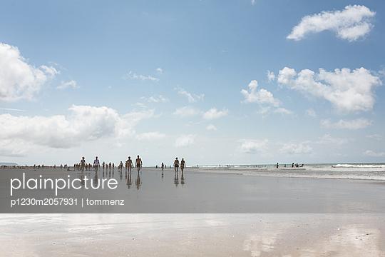 Strandspiegelung - p1230m2057931 von tommenz