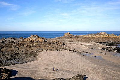 Walking along rocky shore - p1307m1185229 by Agnès Deschamps