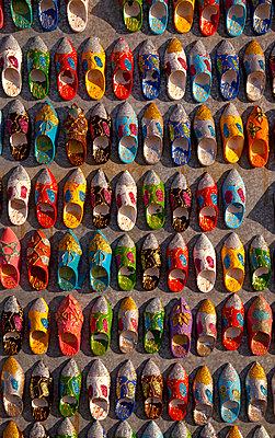 Marktstand in Marrakesch - p382m1171603 von Anna Matzen
