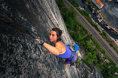 Woman climbing Malamute, Squamish, Canada, high angle view - p429m1578409 by Alex Eggermont