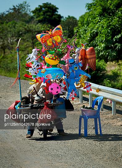 Toy salesman - p1125m1042678 by jonlove