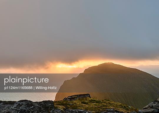Sonnenuntergang auf den Lofoten - p1124m1165688 von Willing-Holtz