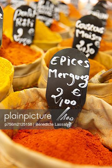 Gewürzmarkt - p756m2125158 von Bénédicte Lassalle