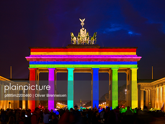Brandenburg Gate, rainbow colours, light show - p885m2200460 by Oliver Brenneisen