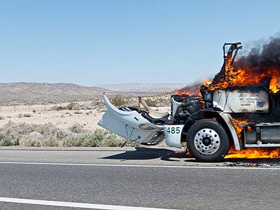 Motorbrand - p930m814826 von Ignatio Bravo