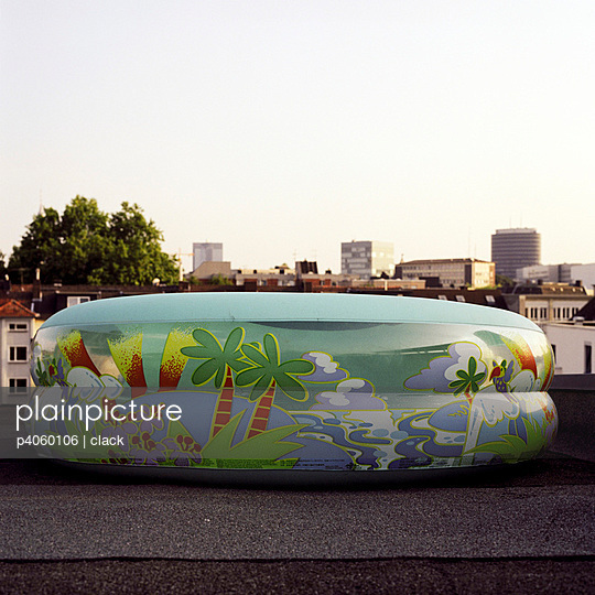 Paddling-pool - p4060106 by clack