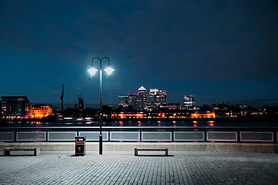 View from Greenwich Embankment overlooking Canary Wharf - p1072m829434 by Neville Mountford-Hoare