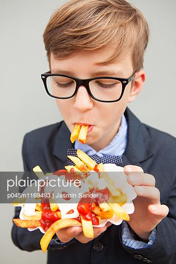 Lecker Pommes Frites - p045m1169493 von Jasmin Sander