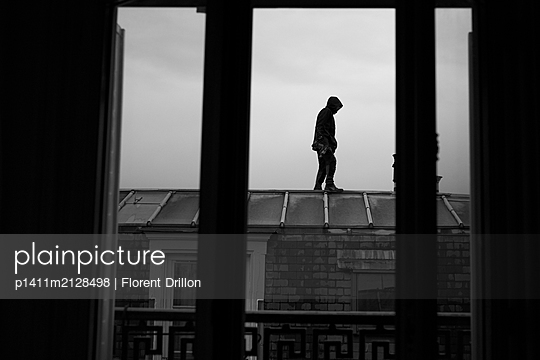 Man on the roof - p1411m2128498 by Florent Drillon