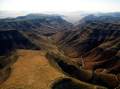Landschaft in Namibia - p5672100 von Greg Conraux
