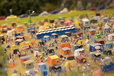 Camping miniature - p6060432 by Iris Friedrich