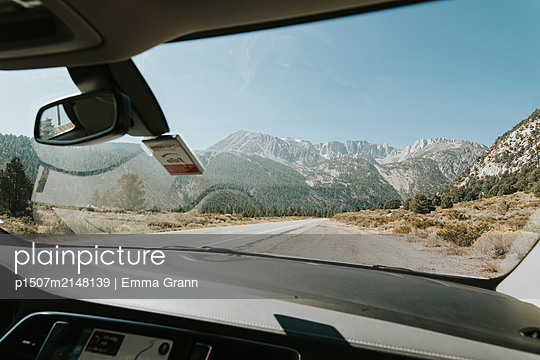 Roadtrip - p1507m2148139 by Emma Grann