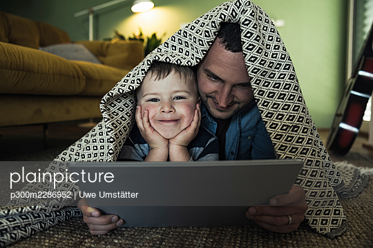 deutschland,mannheim,lifestyle,people,family,zuhause - p300m2286952 von Uwe Umstätter