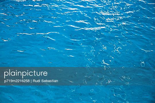 p719m2216258 by Rudi Sebastian