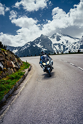 Motorcyclists on serpentine mountain road - p1053m2020012 by Joern Rynio