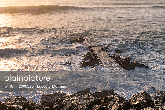 High tide - p1487m2008529 by Ludovic Mornand
